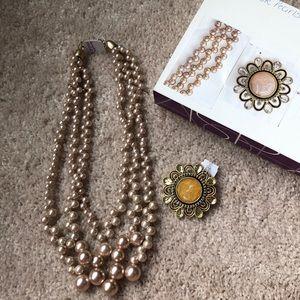 Lea Sophia pearl necklace